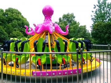 章鱼转盘游乐设备生产厂家章鱼飞舞赚钱的小型游乐设备